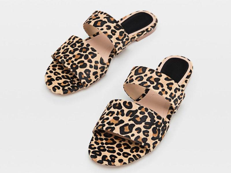 56d836215 حذاء مفتوح بنقشة جلد النمر، من ستراديفاريوس، في مول الإمارات ومول مصر  ومراكز سيتي